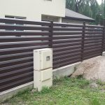 Skardinių tvorų montavimas. Segmentinės tvoros. Skardinės tvoros. Tvoros segmentas Rombas 4D 60/120. Skardinė tvora Žaliuzi